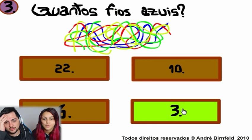Casal de Nerd jogando o Gênio Quiz 3